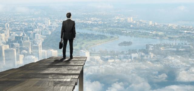 高所から地球を見下ろすビジネスマン